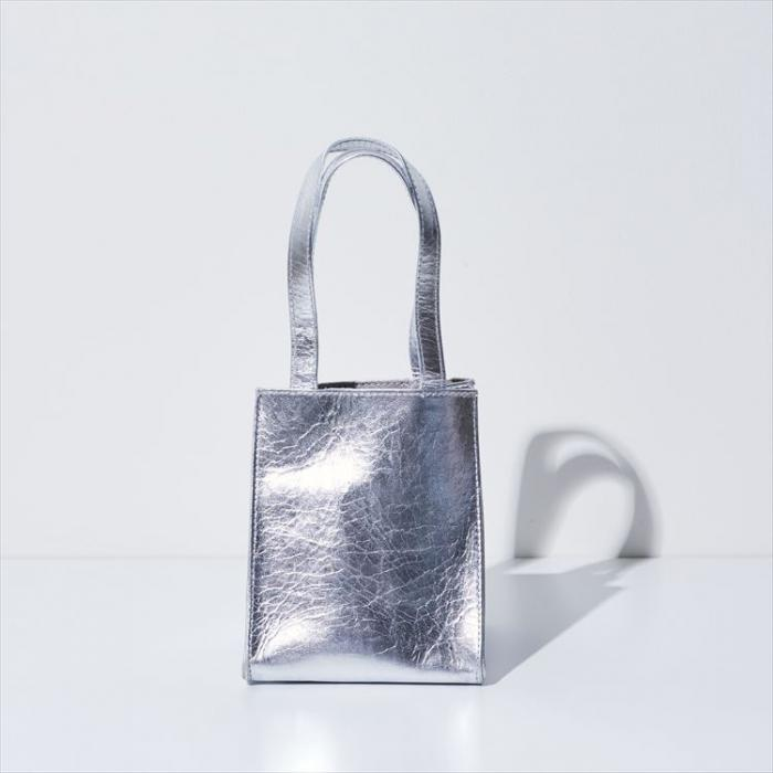 BOX BAG square < sheepskin Soft Silver>
